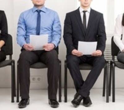 Ofrecen tutorías para asesorar a jóvenes que buscan su primer empleo