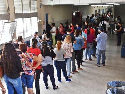 Asegurados  claman  por  más ofertas de  turnos con especialistas en  IPS