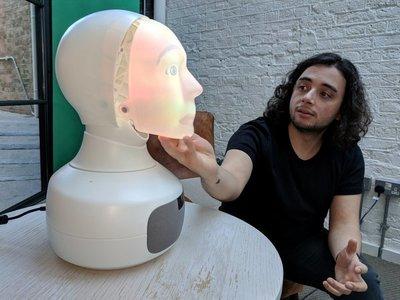 Furhat, un robot con toque humano, quiere escuchar tus problemas