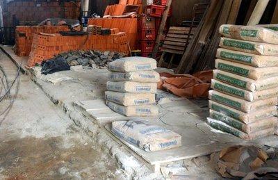 Pérdidas y obras paradas, de nuevo por escasez de cemento de la INC