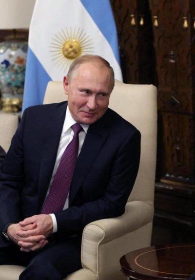 Putin dice que Poroshenko decretó excepción para limitar derechos en Ucrania