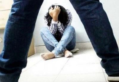 Hombre abusa sexualmente de su hijastra sordamuda