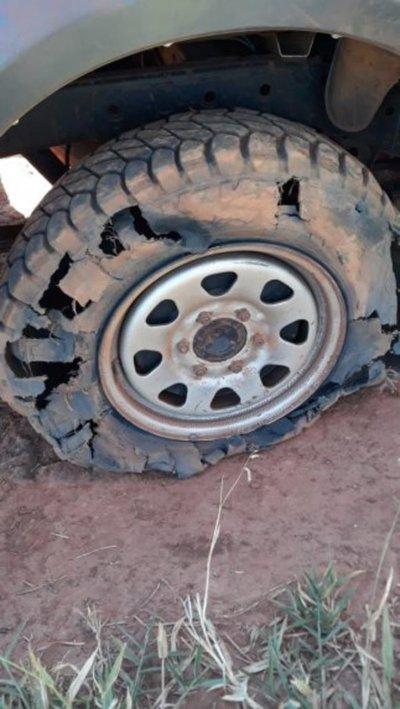 Atacan vehículo de la ANDE en Campos Morombí