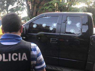 Ataque de sicarios a camioneta blindada deja tres heridos en Pedro Juan Caballero