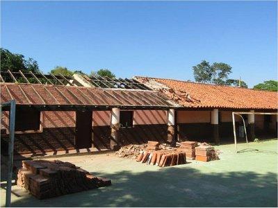 Comunidad en disputa por demolición de antigua escuela