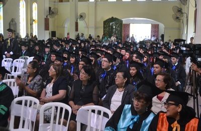 Cerca de 200 egresados de la UNC recibieron sus títulos