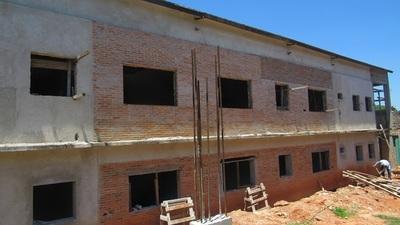 Avanzan obras del bloque de internación en el Hospital de Luque