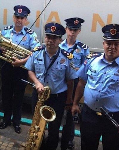 Polis llevaron serenata purete a la Virgencita