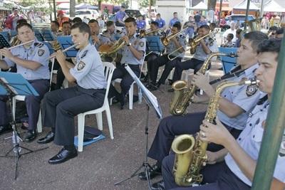 Policías ofrecen su talento a la Virgen Azul y a fieles