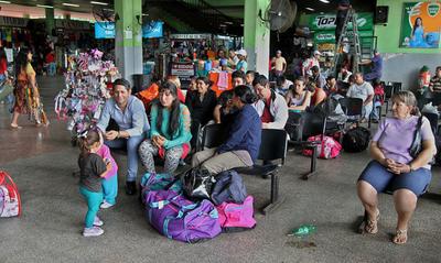 Caacupé: Se registra un flujo de 260.000 personas en la Terminal de Asunción