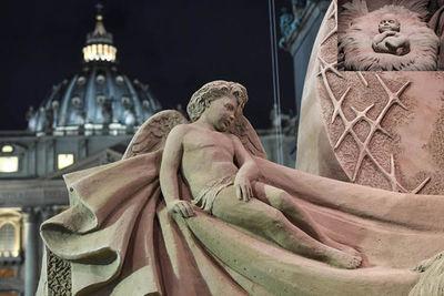 Inauguran monumental pesebre y el árbol de Navidad en el Vaticano