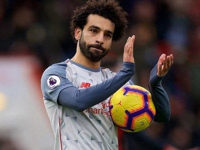Salah se exhibe con un 'hat trick' y permite soñar al Liverpool