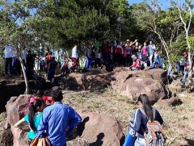 Devotos de la Virgen de Caacupé subieron al cerro para participar de misa