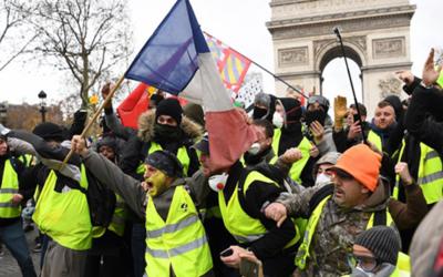 """Francia; protestas generan """"una catástrofe"""" para la economía"""