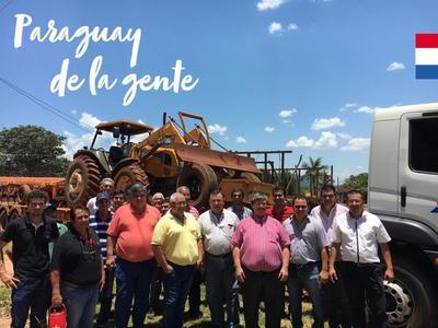 Evalúan proyecto y entregan tractor con rastra a productores de Paraguarí