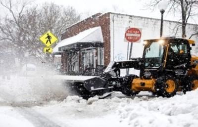 Tormenta invernal en EE.UU.: cierres de carreteras, vuelos cancelados y 300.000 personas sin luz