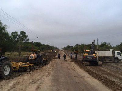 Alberdi recupera conexión vía terrestre tras descenso del río