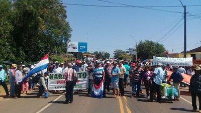 Campesinos cierran ruta en San Pedro y Misiones