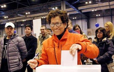 Hartos de la corrupción, peruanos eliminan reelección de legisladores