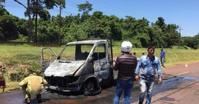 Un camión de mediano porte ardió en llamas en Minga Guazú