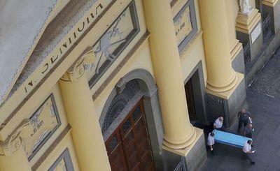 Brasil: Mata a 4 personas y se suicida durante misa en catedral