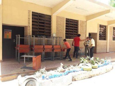 Fonacide: Reparten mobiliarios por instituciones educativas