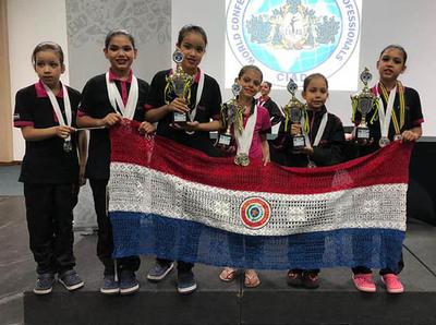 Bailarinas esteñas traen varios premios de concurso en Brasil