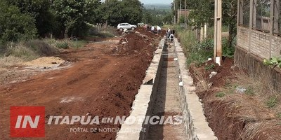 MA. AUXILIADORA: CONSTRUYEN CANALIZACIONES PARA EVITAR DESTRUCCIÓN DE CALLES