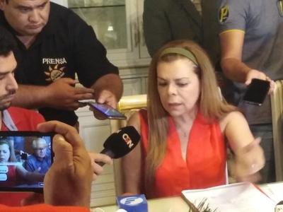 """Ladrona dice que """"prioridad"""" eran funcionarios, pero ella cobró y les dejó con las manos vacías"""