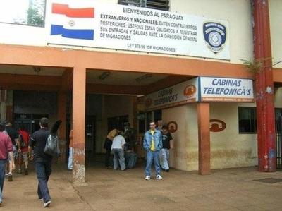 """HOY / Aluvión de estudiantes africanos  y brasileños: coimas para apurar  papeles y títulos de """"garages"""""""