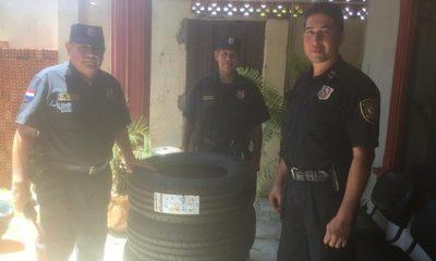 Donan alimentos a hogar de niños y neumáticos a comisaría en Franco