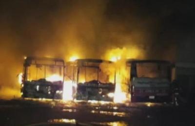 Se incendió parada de la línea 28 en Luque