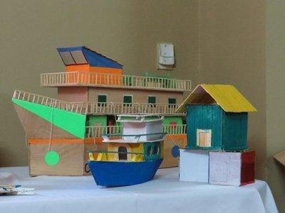 Reclusos fabrican juguetes con materiales reciclables