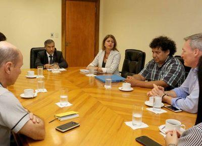 Ministro recibe a comitiva de Cooperación Internacional