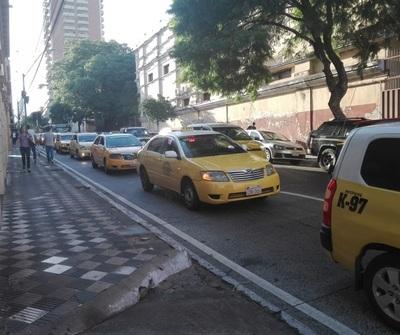 Titular del gremio de taxistas asegura que manejan vehículos de alta gama
