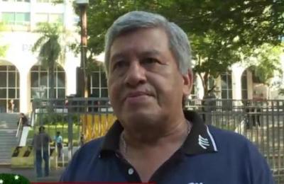 Taxistas se manifiestan contra Uber y MUV