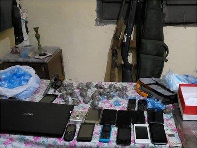 Incautan drogas y armas de pensión en Puerto Casado