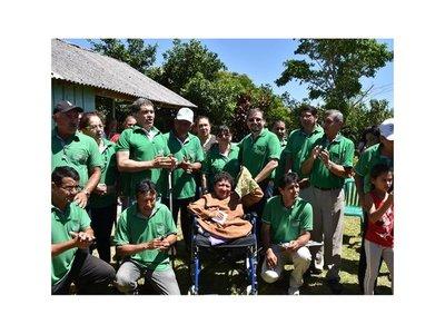 Por Navidad regalaron casa a familia con discapacidad
