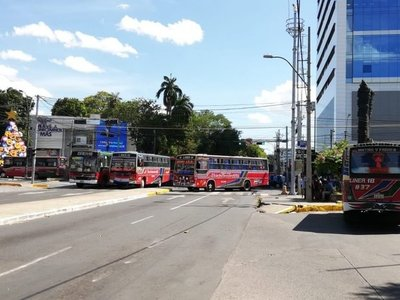 Choferes cierran paso sobre avenida Mcal. López