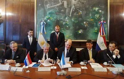 Se reactiva comisión mixta para discutir libre navegación con Argentina