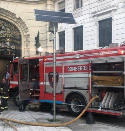 Incendio en el centro de Buenos Aires deja cuatro heridos