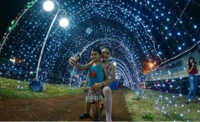Inauguran Túnel Navideño de Luces en Franco