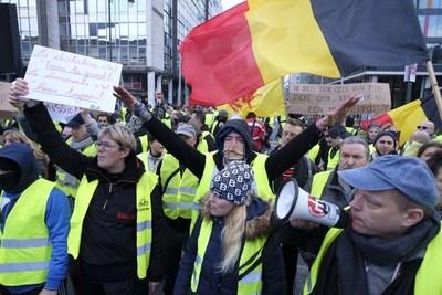 """Detenidas 60 personas en manifestación de """"chalecos amarillos"""" en Bruselas"""
