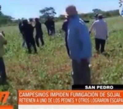 A los golpes impiden fumigación de soja en San Pedro