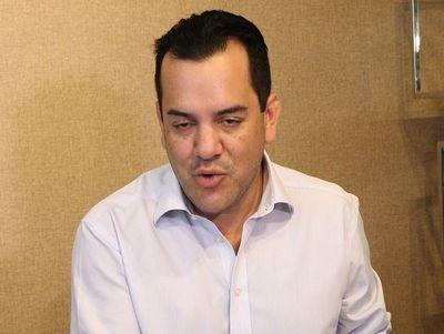 """Fiscalía investiga por corrupción a titular de comisión """"antilavado"""""""