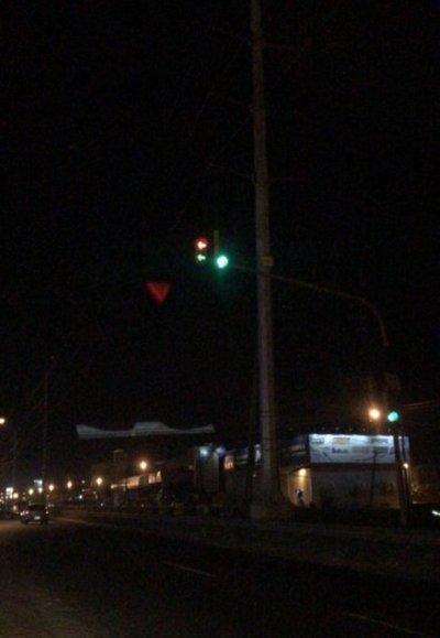 Confusión por semáforo averiado