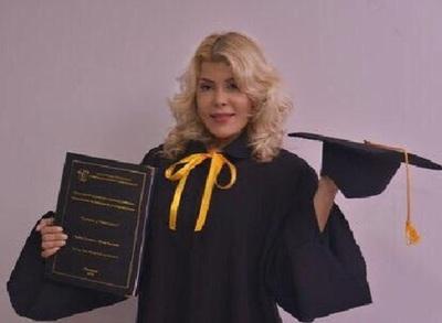 Modelo y universitaria, de esto se recibió Karina Cardozo