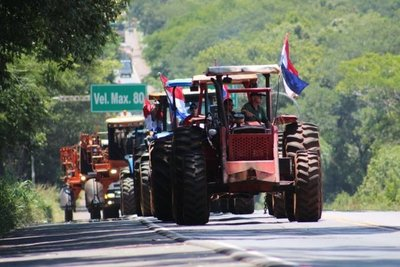 Tractores ya llegaron a Coronel Oviedo
