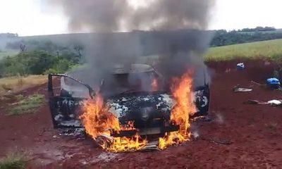 Vehículo se incendia y ocupantes se salvan de milagro