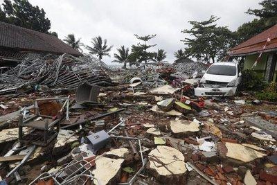 Buscan a sobrevivientes del tsunami